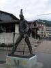Freddies Statue, noch (fast) ungeschmückt