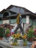 Freddies geschmückte Statue