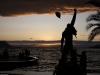 Panorama mit Freddies Statue am Sonntag bei Sonnenuntergang.