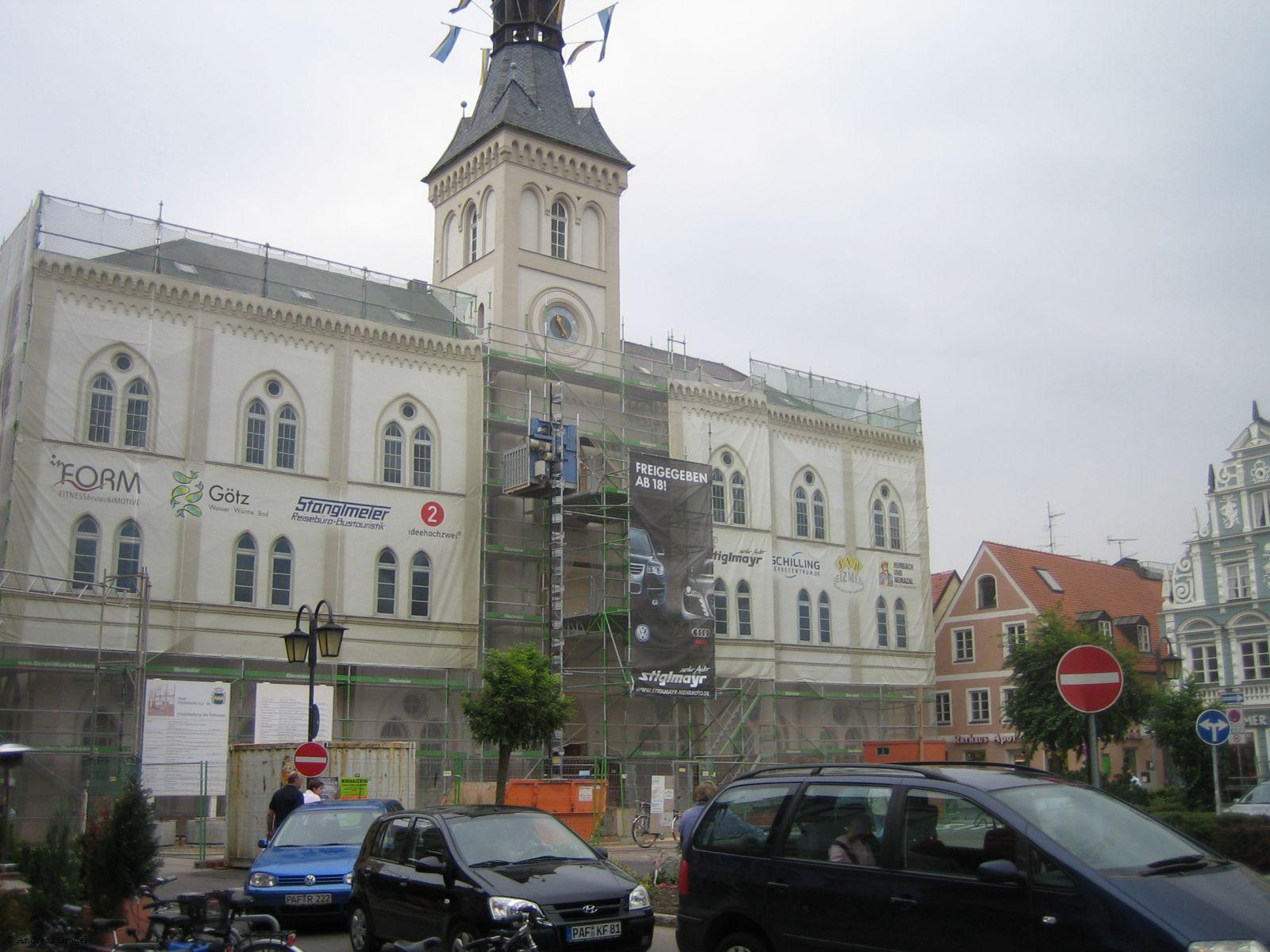 Rathaus-Baustelle von außen