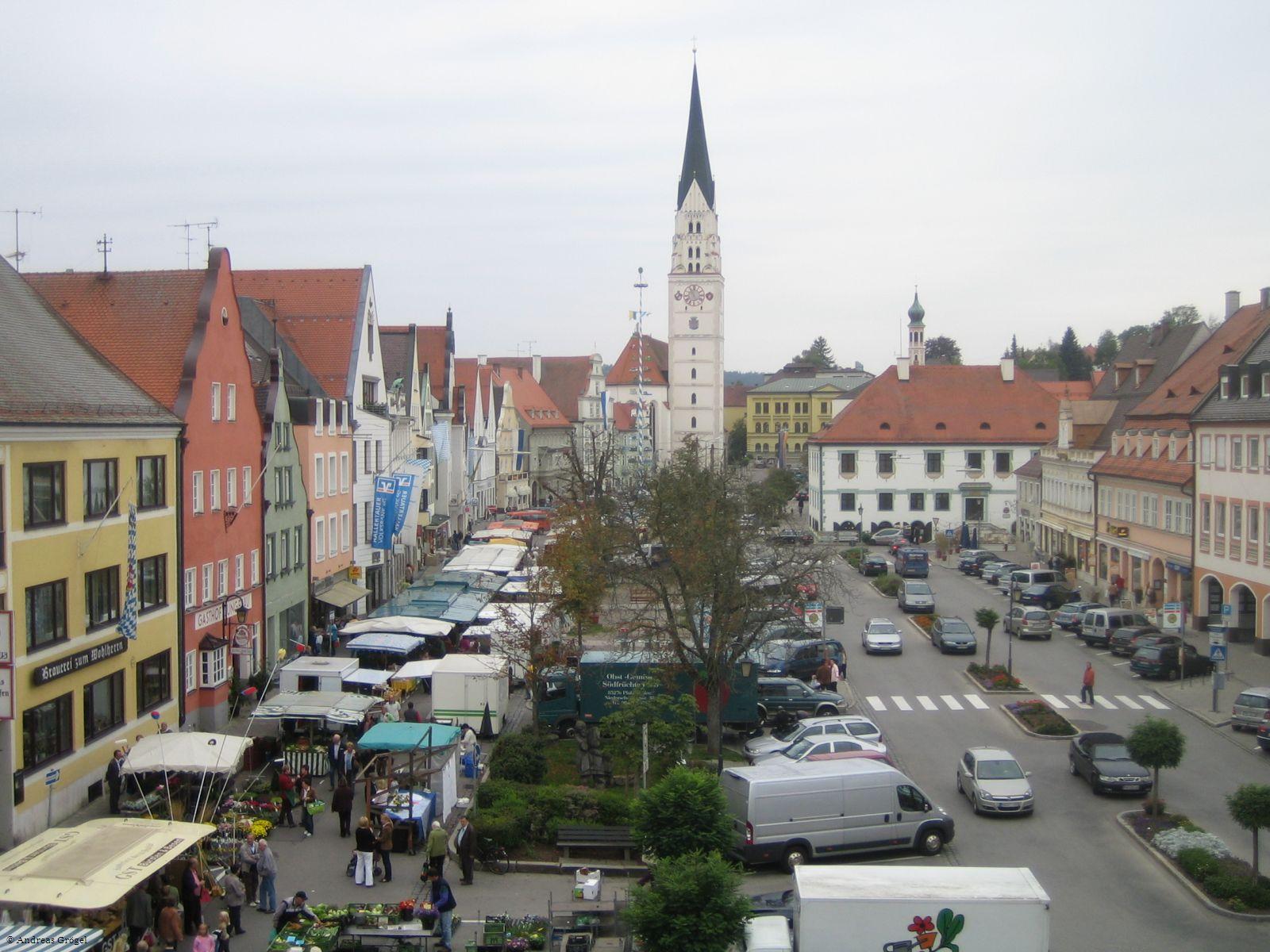 Blick vom Rathaus auf den Hauptplatz