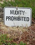 nutity prohibited = Nacktheit verboten