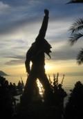 Freddie-Statue bei Sonnenuntergang