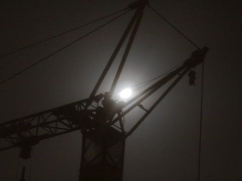 Mond und Kran (heller)