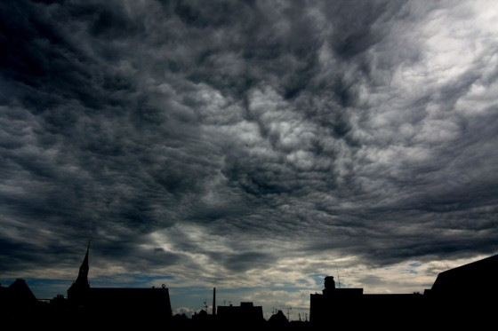 runzlige Wolken (hoher Kontrast)