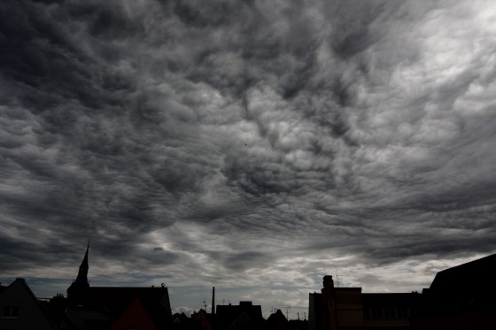 runzlige Wolken (moderater Kontrast)
