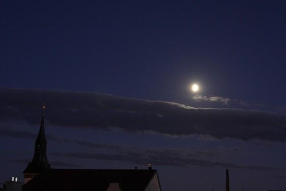 mond-wolken