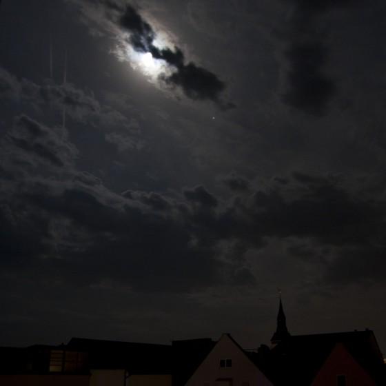 Wolken, Mond und Jupiter 1