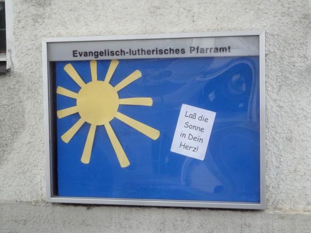 Aushang des evangelisch-lutherischen Pfarramts: Lass die Sonne in dein Herz