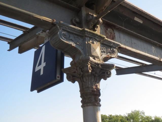 Bahnsteig-Dach Starnberg: Verzierung