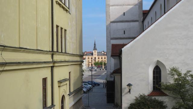 Rathaus zwischen Kirche und HdB