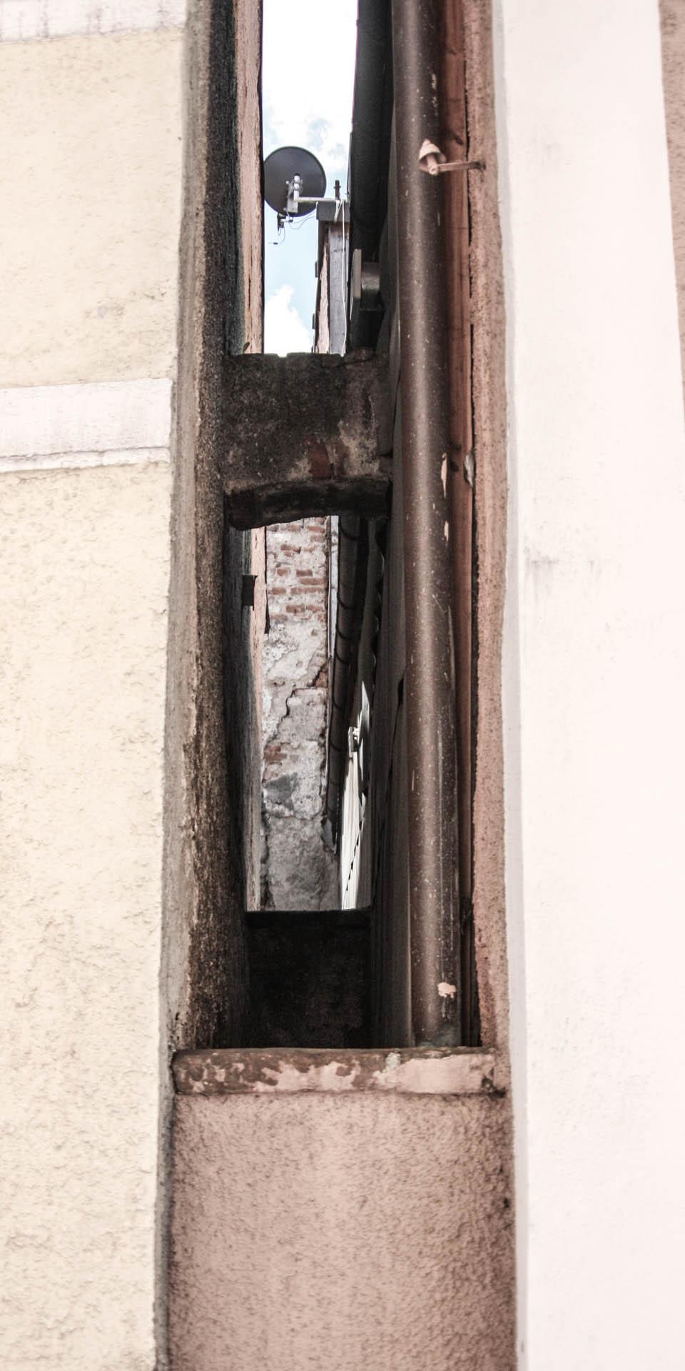 Spalt zwischen Häusern IMG_6198