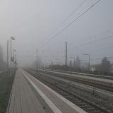 Bahnhof im Nebel