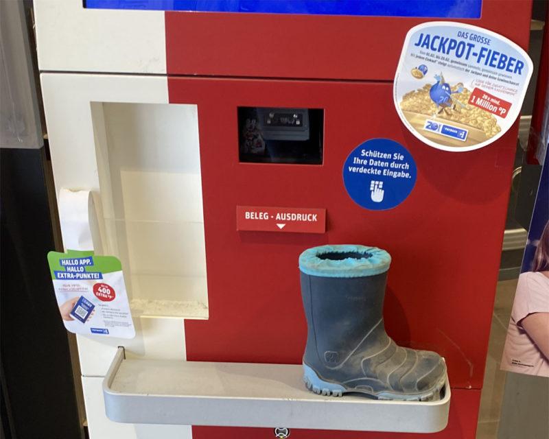 Kinderstiefel auf Payback-Automat