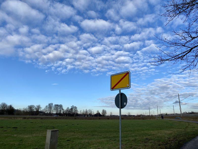 Orts-Ende-Schild ohne Beschriftung